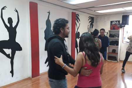 Academia de Baile Caché con Banda -