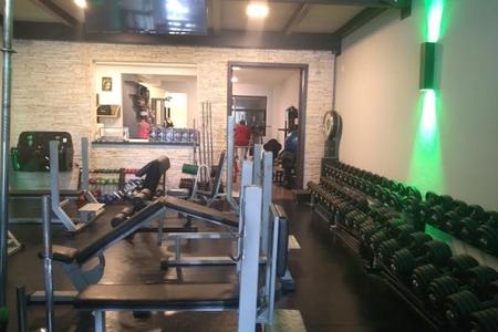 V8 Sport Center -