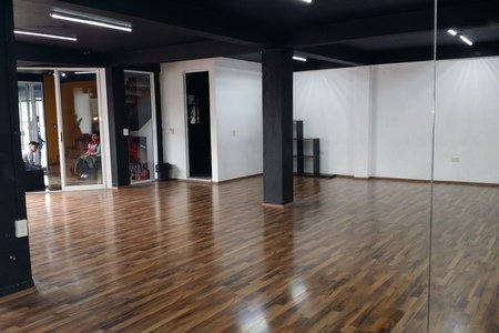 Free Dance Studio -